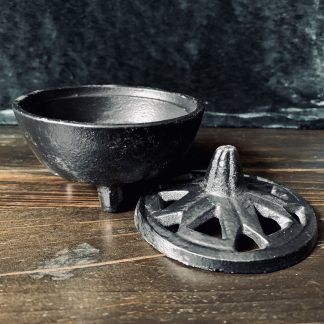 cast iron cauldron, australian witchcraft supplies, adelaide witchcraft store, free witchcraft spells, witchcraft blog, adelaide tarot reader, online tarot, witchcraft shop